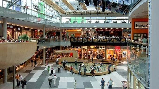Shopping in Bangkok 678x381 - Bangkok Points Of Interest - Nightlife & Hotels Guide