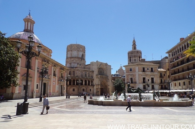 Piazza Cathedral Valencia - Valencia Travel Guide